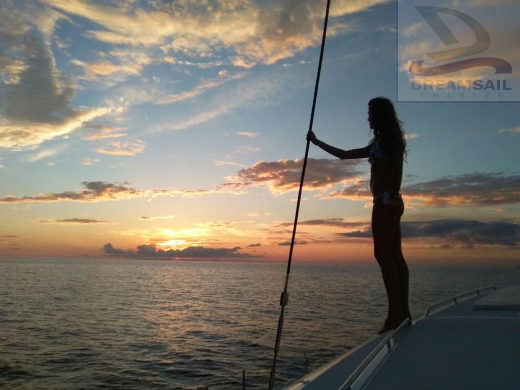 Contemplando la puesta de sol desde nuestro Lagoon 400 S2